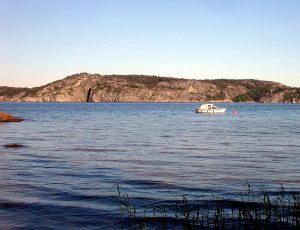 1176px-Sweden-Gullmarsfjorden-Alsback-2006-06-12